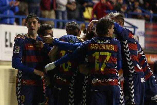 La UE Llagostera recupera su esencia frente a la SD Huesca