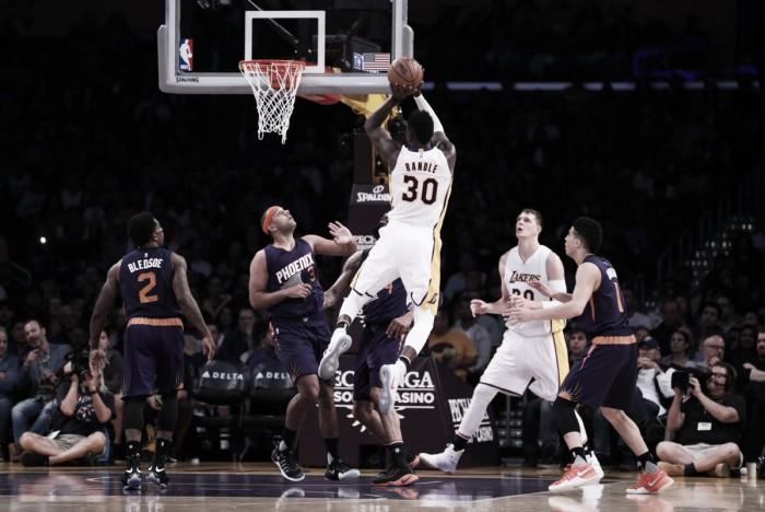 Tres al hilo para los Lakers