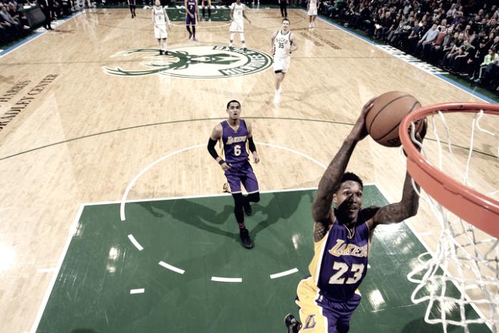 NBA - I Lakers sorprendono i Bucks, Miami fa tredici a Brooklyn