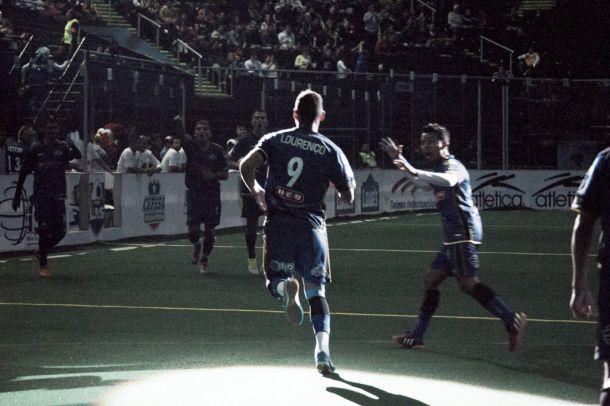 Flash de Monterrey gana dos juegos; se consolida líder divisional
