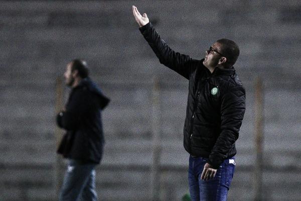 Louzer valoriza empate da Chapecoense, mas destaca necessidade de vencer confrontos diretos