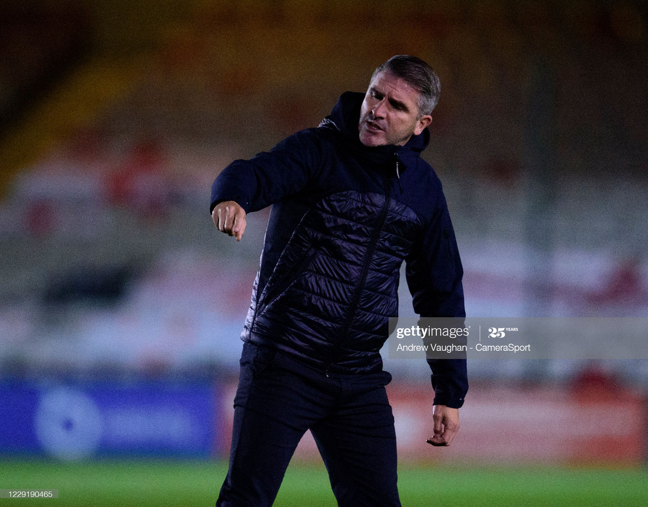 Argyle manager Ryan Lowe giving orders to his side / Photo by Andrew Vaughan - CameraSport via Getty Images