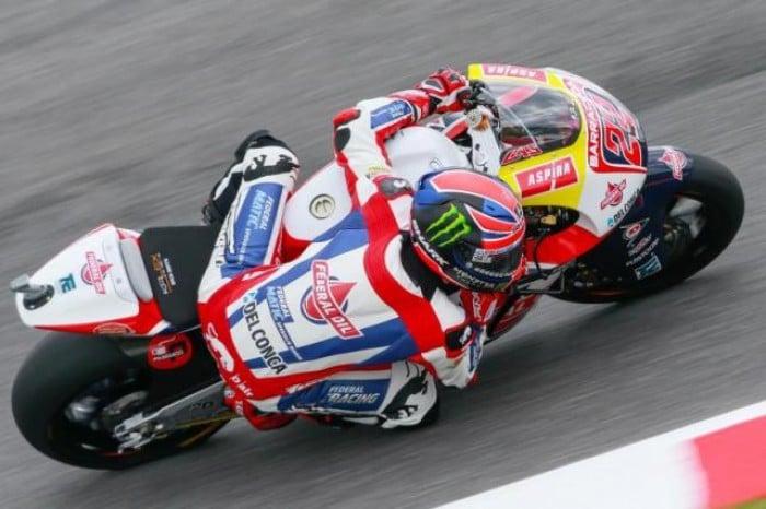 Moto2, al Mugello la pole è di Sam Lowes, primo degli italiani Baldassarri, 3°