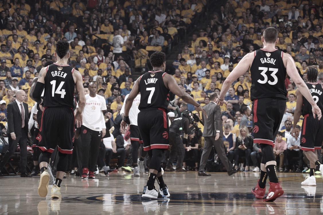Toronto vence a Golden State y Drake se burla de Thompson