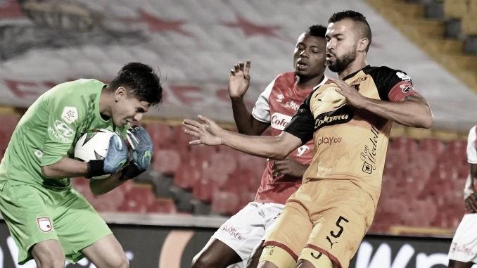 Con tres goles argentinos, Santa Fe sigue imparable en la liga