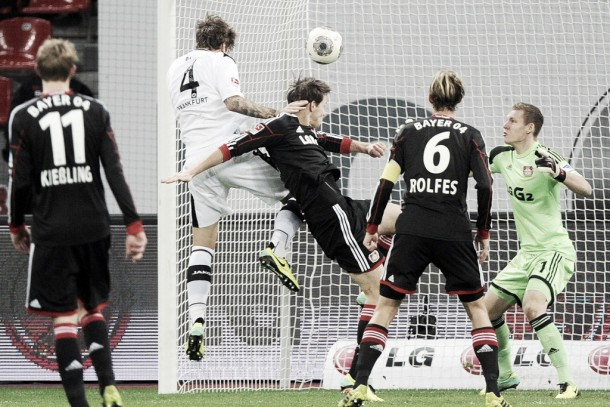 Resultado Frankfurt 1-3 Bayer Leverkusen en Bundesliga 2015: no hubo rival ante Chicharito