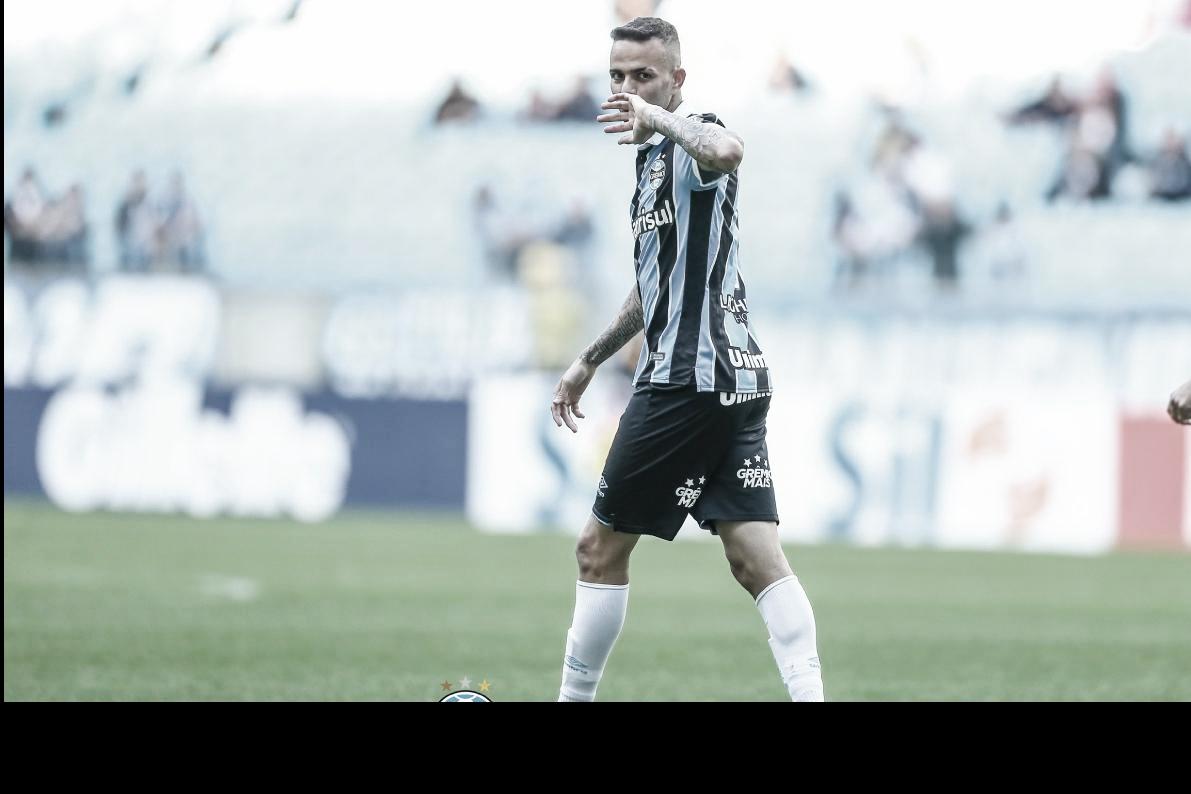 Grêmio volta a vencer Athletico-PR em casa e se afasta do Z-4