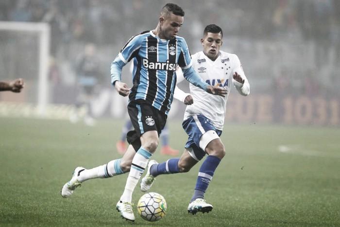 Grêmio se impõe, bate Cruzeiro na Arena e se aproxima da liderança do Brasileiro