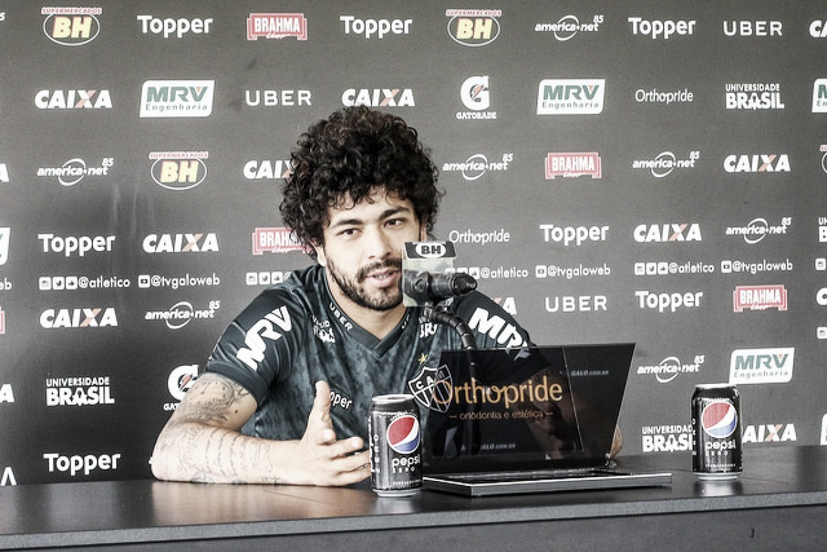 Atacante do Atlético-MG, Luan brinca sobre reencontro com Cuca, atualmente no Santos