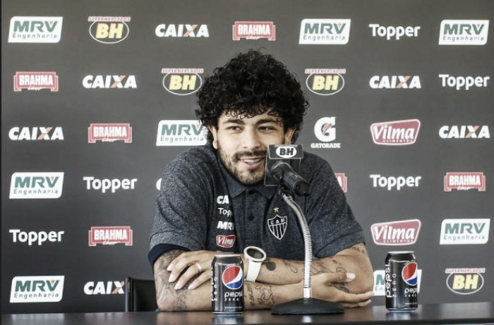 Desfalque contra Atlético-PR, Luan nega lesão e revela torcida para brasileiros nas copas continentais