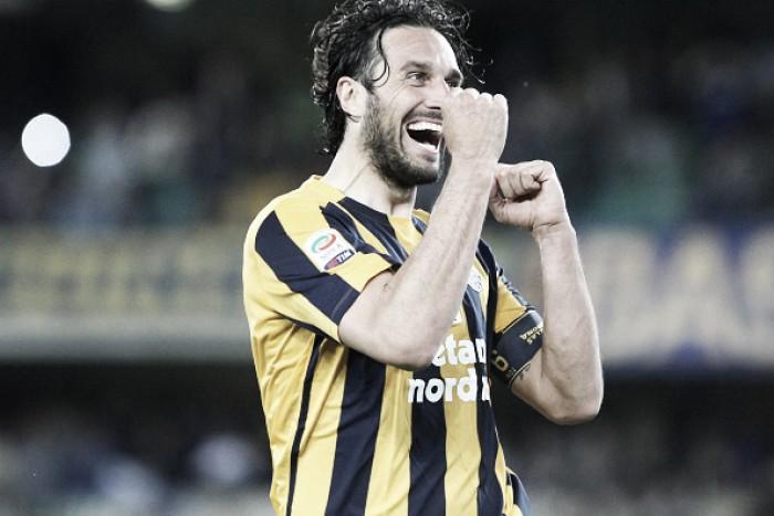 Luca Toni marca em seu jogo de despedida e Verona 'carimba' faixa da campeã Juventus