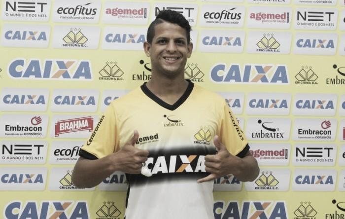 Goiás contrata atacante Lucão, artilheiro do Criciúma na Série B