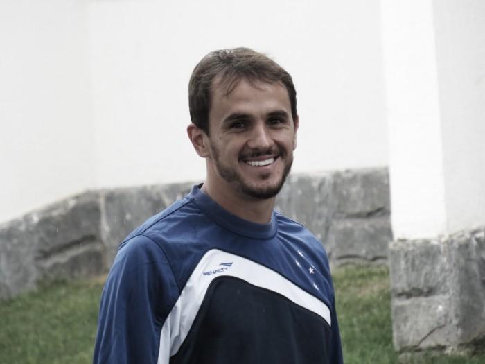 Lucas e Robinho chegam ao Cruzeiro e devem ser apresentados na segunda-feira