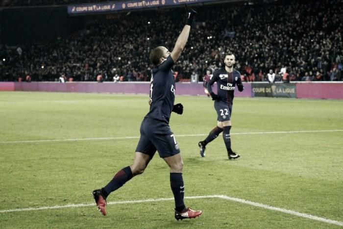Com dois gols de Lucas, PSG passa fácil pelo Lille e avança na Copa da Liga