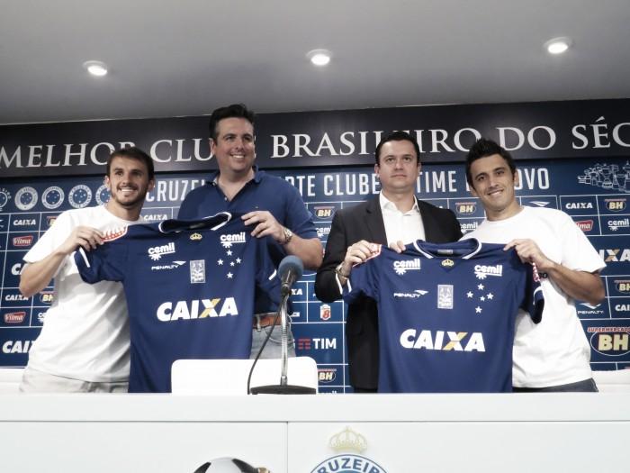 Lucas e Robinho são apresentados no Cruzeiro e querem justificar boa troca com Palmeiras