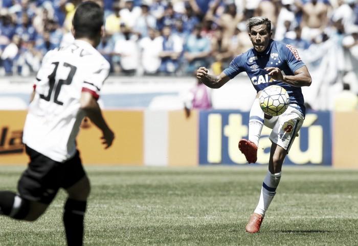 Titular nos últimos jogos, Lucas Romero exalta disputa por posição no meio-campo do Cruzeiro