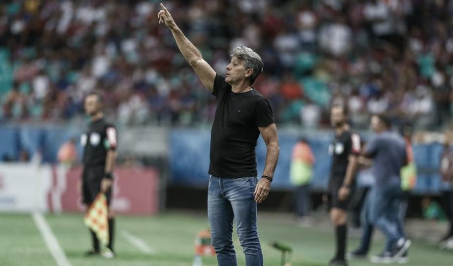 """Renato Portaluppi enaltece equipe após classificação na Copa do Brasil: """"Dominou a partida"""""""
