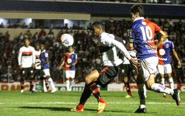 Mesmo com empate polêmico por 1 a 1 com o Atlético-GO, Paraná segue no G-4