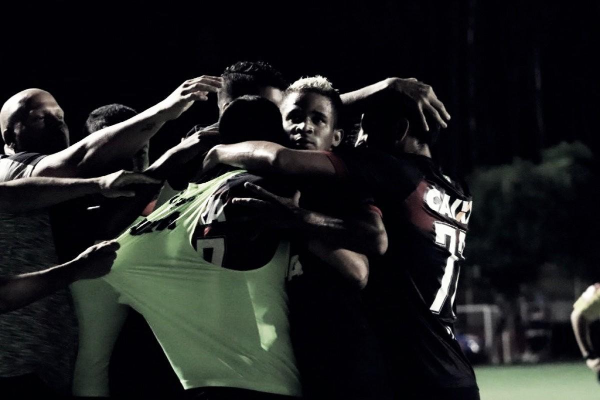 Em duelo de rubro-negros, Vitória supera Sport e se afasta da zona de rebaixamento