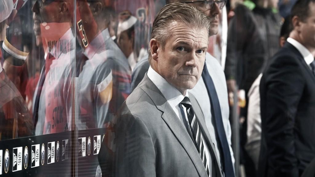 Sutter reemplazará a Ward como entrenador de los Flames