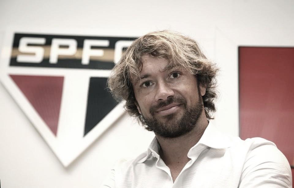 Lugano explica contratações de Daniel Alves e Juanfran
