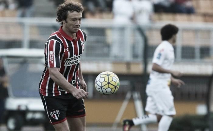 """Após cartão vermelho, Lugano admite exagero em reclamação: """"Minha expulsão foi justa"""""""