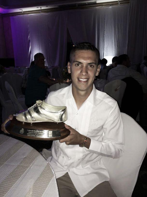 Luis Arellano, galardonado con el botín de oro