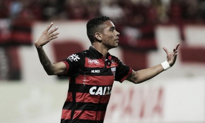 Atacante Luiz Fernando é liberado de treino do Atlético-GO e se aproxima do Botafogo