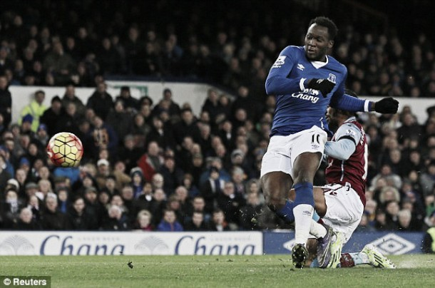 Everton 4-0 Aston Villa: Lukaku and Barkley put sorry Villans to sword