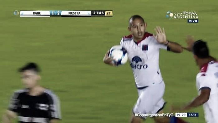 Deportivo Riestra dio la nota y eliminó en los penales a Tigre