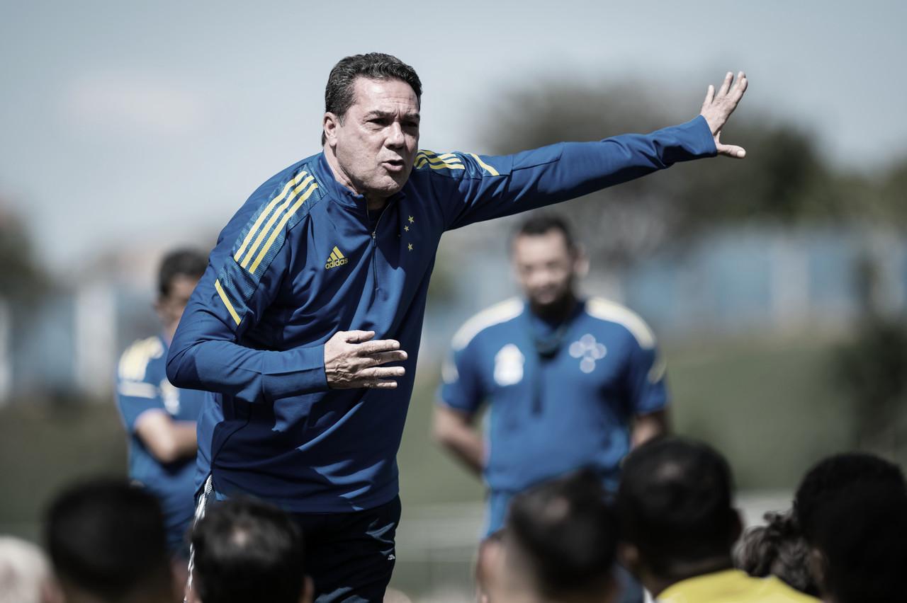 """Após vitória na estreia pelo Cruzeiro, Luxemburgo prega cautela: """"Temos que ir jogo a jogo"""""""