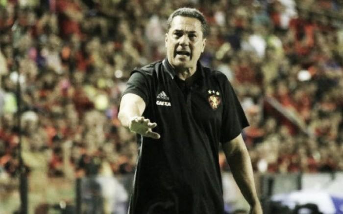 """Luxemburgo enaltece boa fase e pede Magrão na Seleção: """"Goleiro de melhor atuação no país"""""""