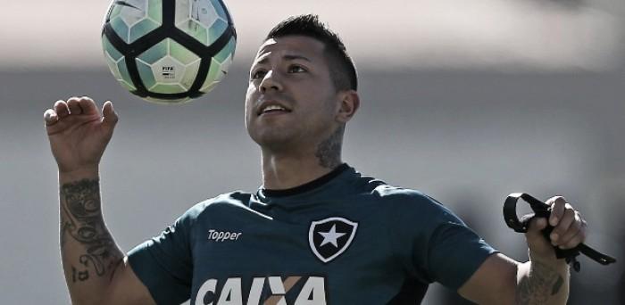 Com efeito suspensivo, Léo Valencia reforçará Botafogo em clássico contra Vasco no Maracanã