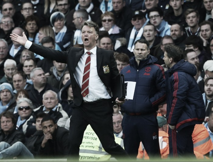 Report: Louis van Gaal to remain United manager; will have £80m to spend