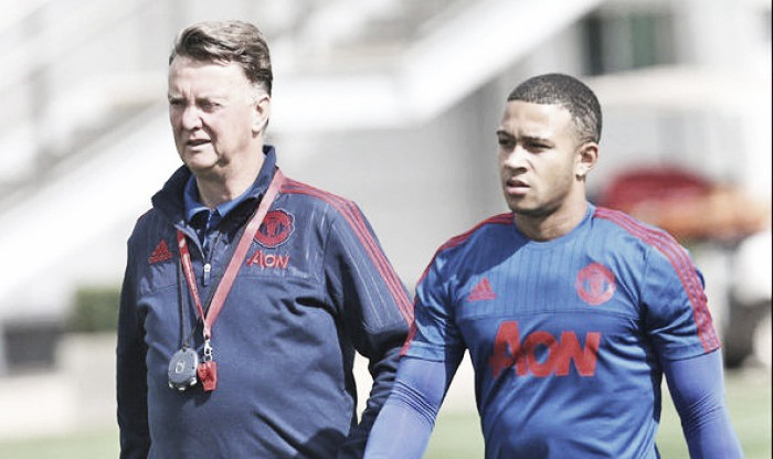 Kluivert backs Van Gaal and Memphis to come good