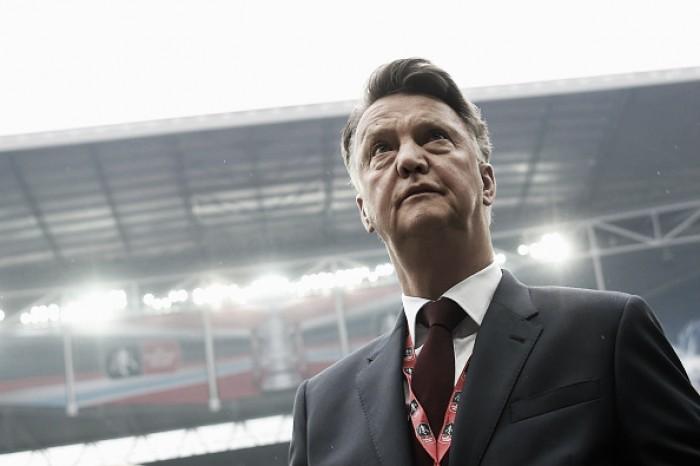 Após temporada conturbada e título da FA Cup, van Gaal deixa o Manchester United