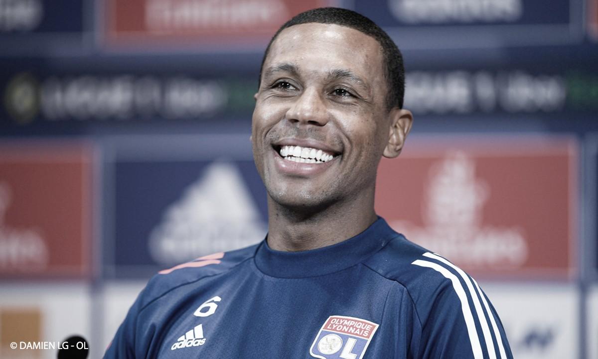 Apesar de liderança do Lyon na Ligue 1, Marcelo diz que equipe deve 'manter os pés no chão'