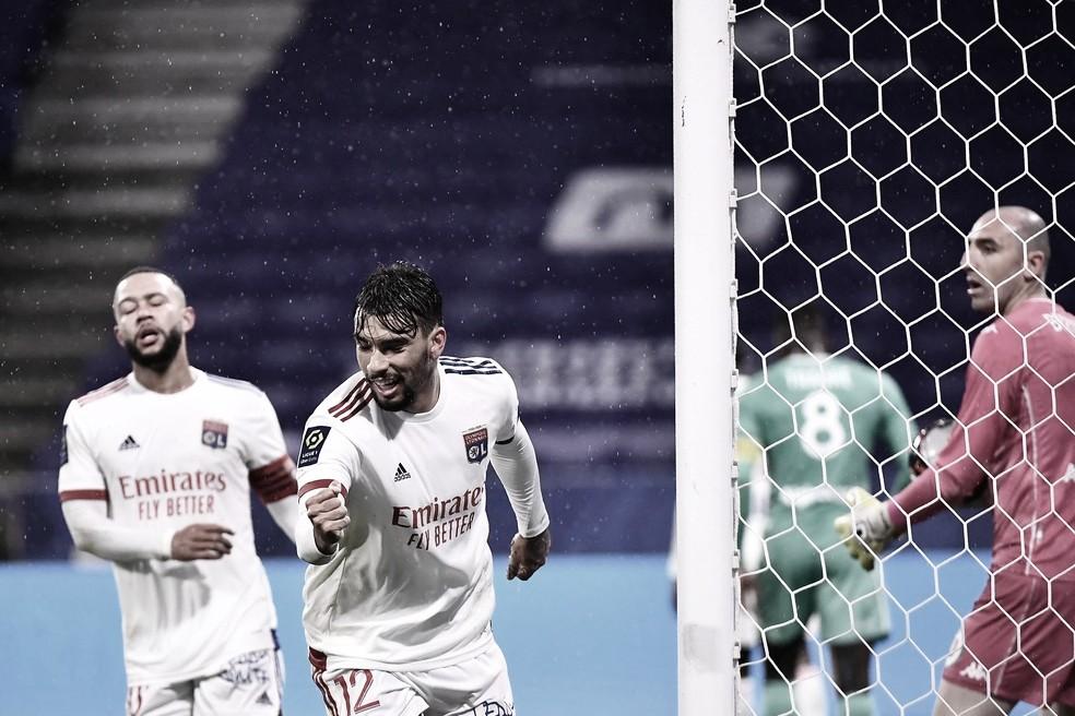 Paquetá e Depay definem tranquila vitória do Lyon contra Angers