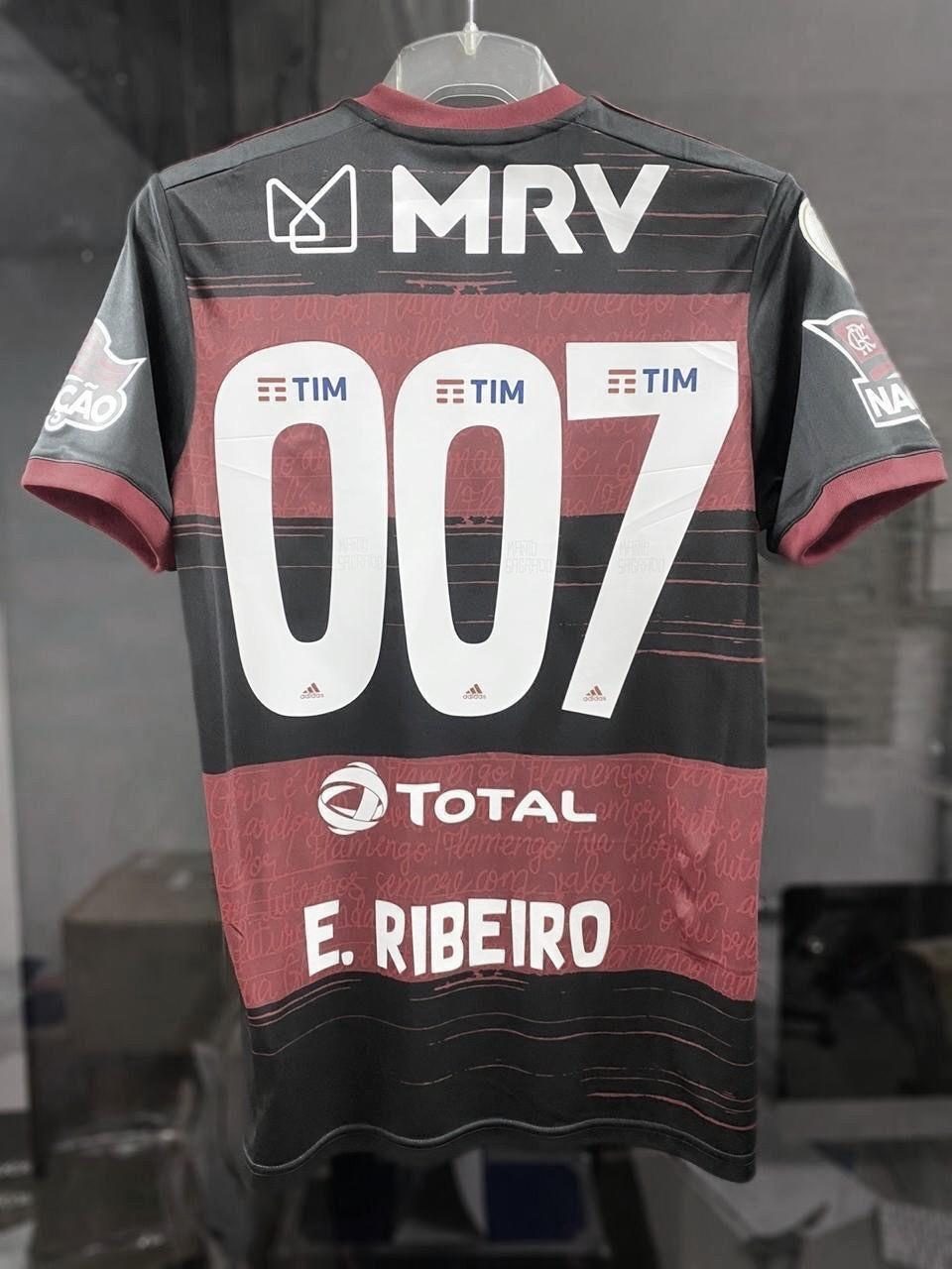 Em memória de Sean Connery, Everton Ribeiro vestiu a camisa 007