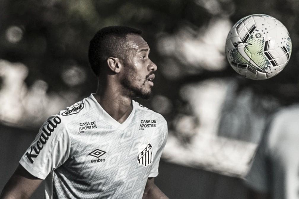 Santos oficializa permanência de Copete após sete meses em treinamentos
