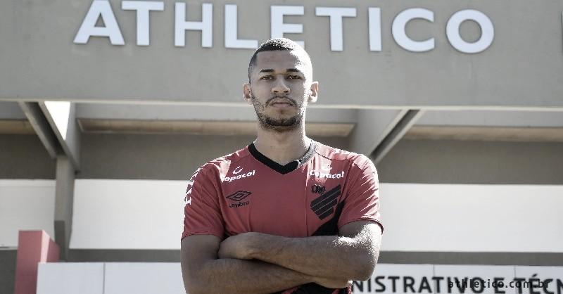 Ex-São Paulo, atacante Fabinho é anunciado pelo Athletico