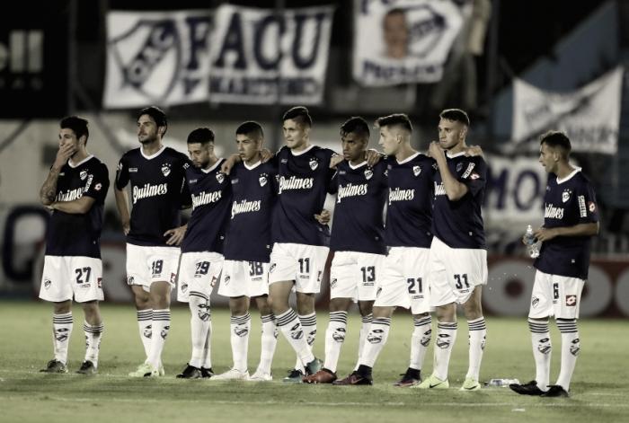Le destrozaron autos y le robaron pertenencias a futbolistas de Quilmes