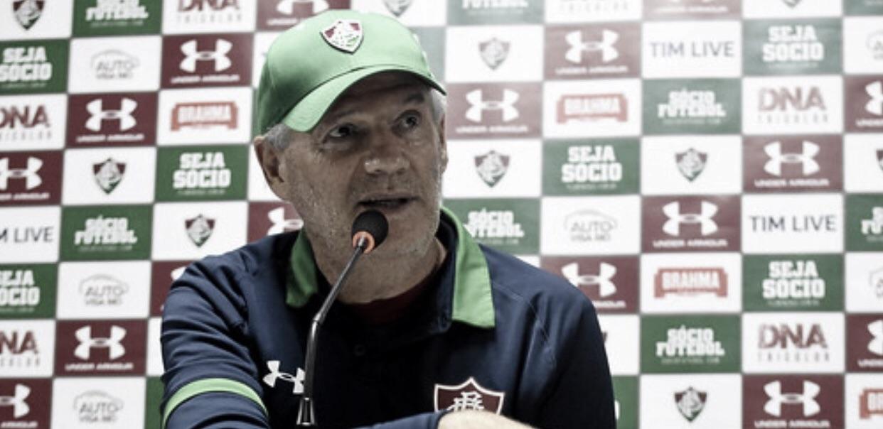 "Substituto de Diniz, Márcio Araújo lamenta derrota do Flu para Athletico-PR: ""Tarde difícil para nós"""