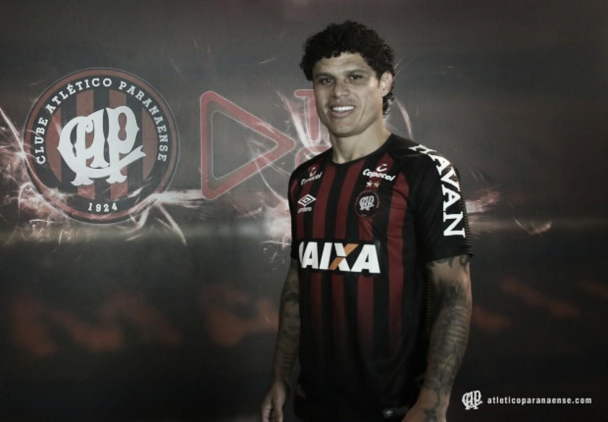 Atlético-PR anuncia contratação do lateral-esquerdo Márcio Azevedo, ex-Shaktar Donetsk