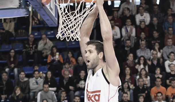 Reyes lidera a un Madrid fuerte y derrota al Galatasaray