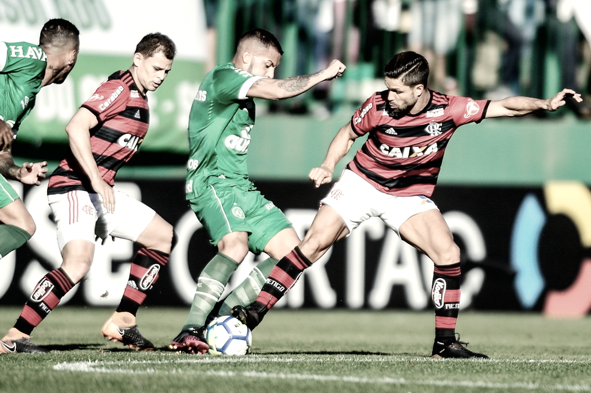 Em jogo movimentado, Chapecoense vence e tira invencibilidade do líder Flamengo