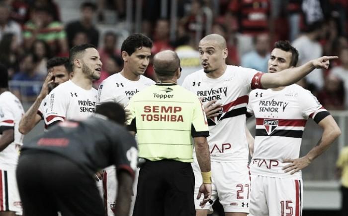 """Maicon critica arbitragem no jogo contra Flamengo: """"Puxou bastante para eles"""""""