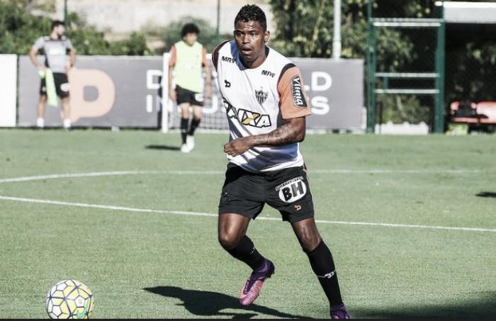 Maicosuel volta a treinar no Atlético-MG e pode ser reforço diante do Inter