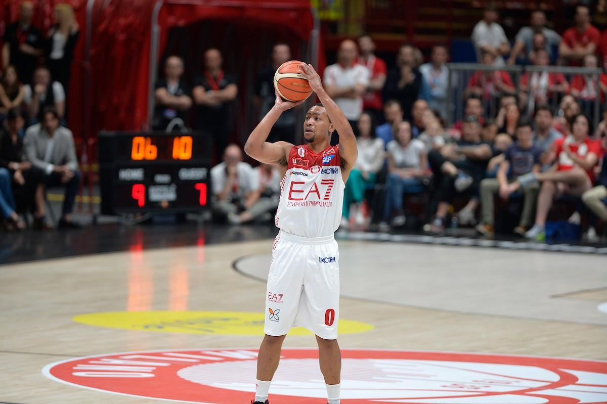 Legabasket Serie A - Goudelock sale in cattedra nel 4° quarto e porta Milano sul 2-1