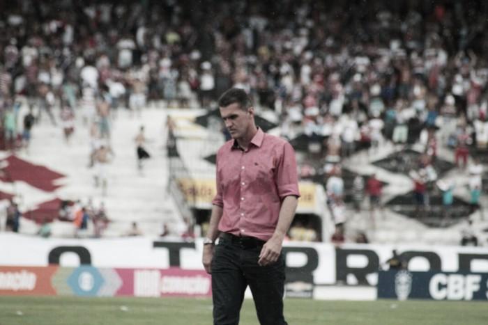 """Mancini não culpa horário por derrota do Vitória: """"Se é ideal ou não, é outra questão"""""""
